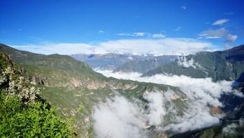 Nuages au dessus du canyon de colca