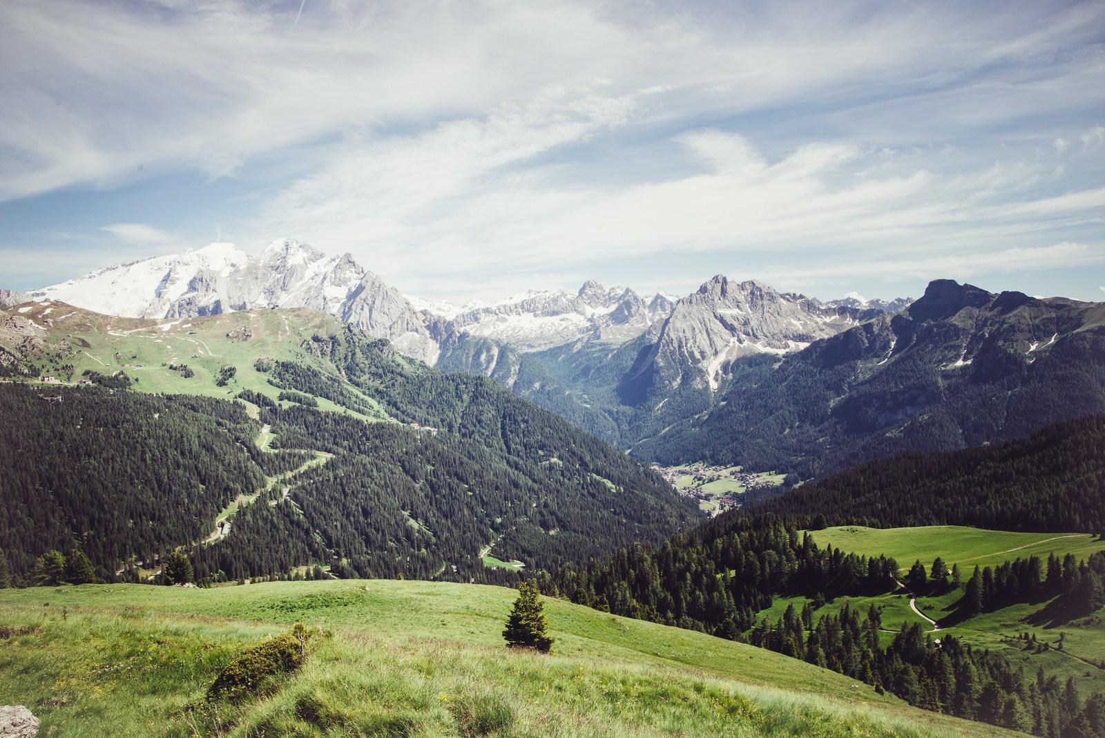 Vers Passo Sella Dolomites