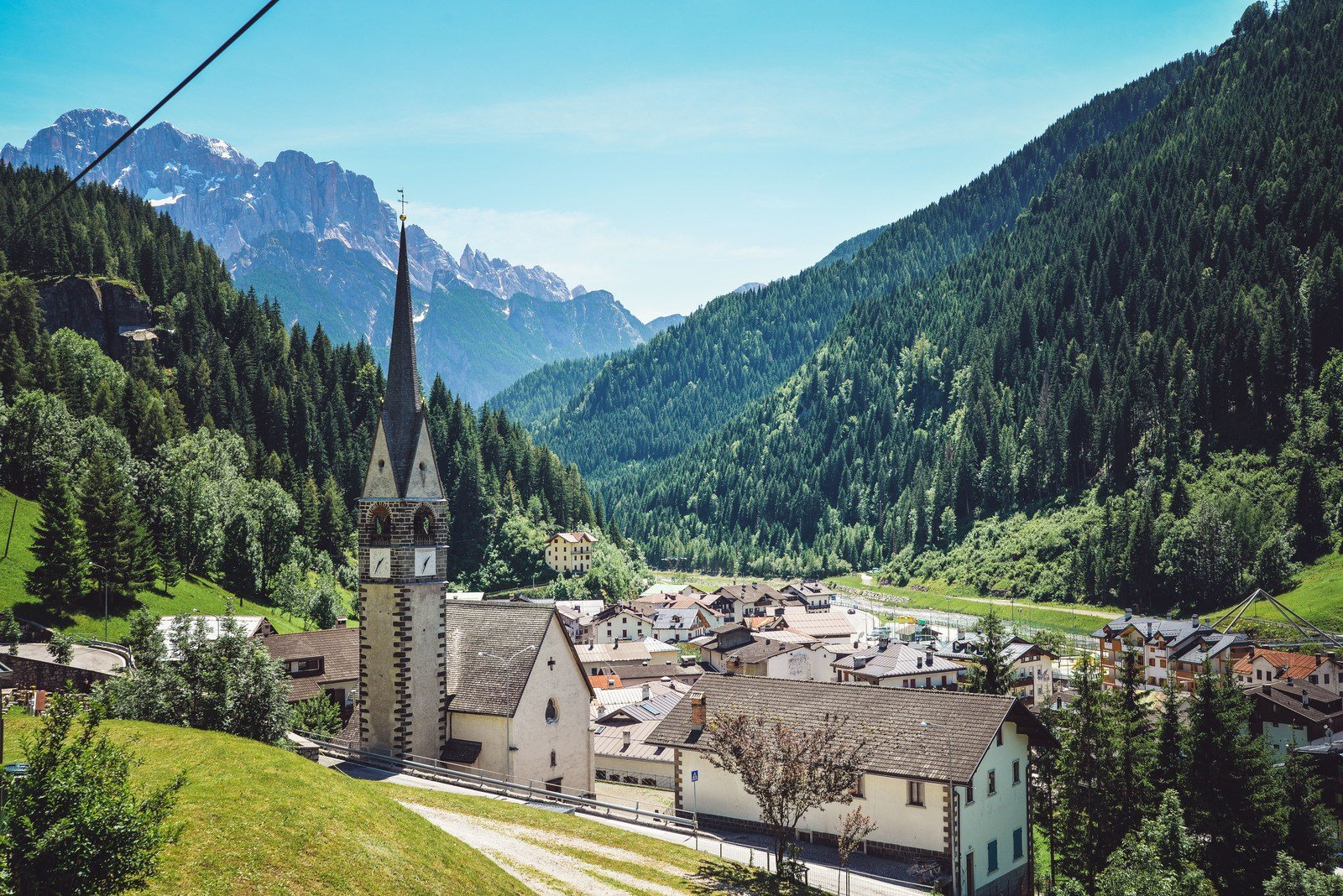 Joli petit village des Dolomites Dolomites