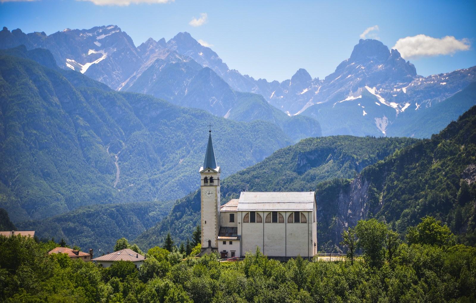 La belle église de la Commune di Valle di Cadore Sur la route