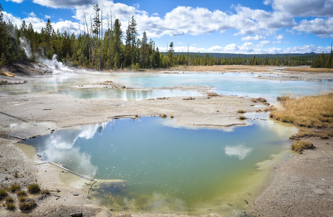 Couleurs des geysers de Yellowstone