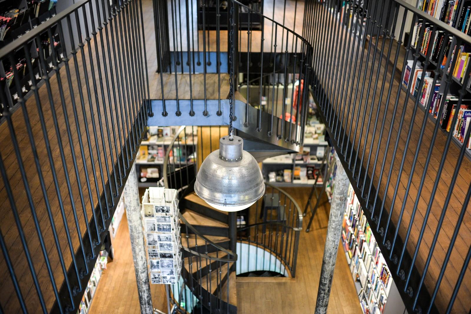 Vue sur le rez de chauss e la librairie voyageurs du monde en france - Rez de chaussee paris ...