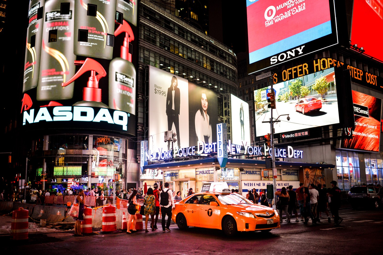 Célèbres taxi New Yorkais à Times Square Manhattan