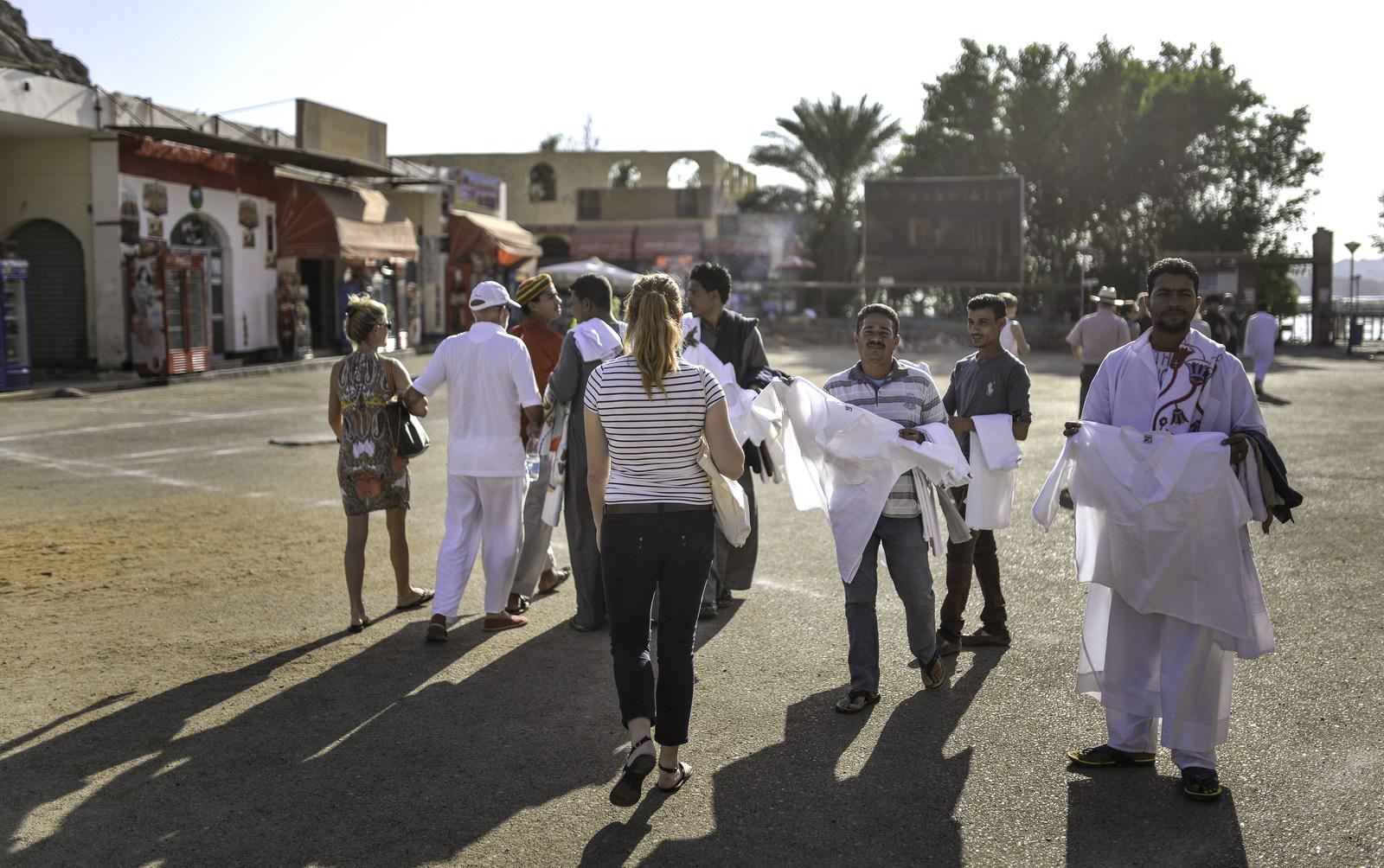 Vendeurs de souvenirs en Egypte Assouan
