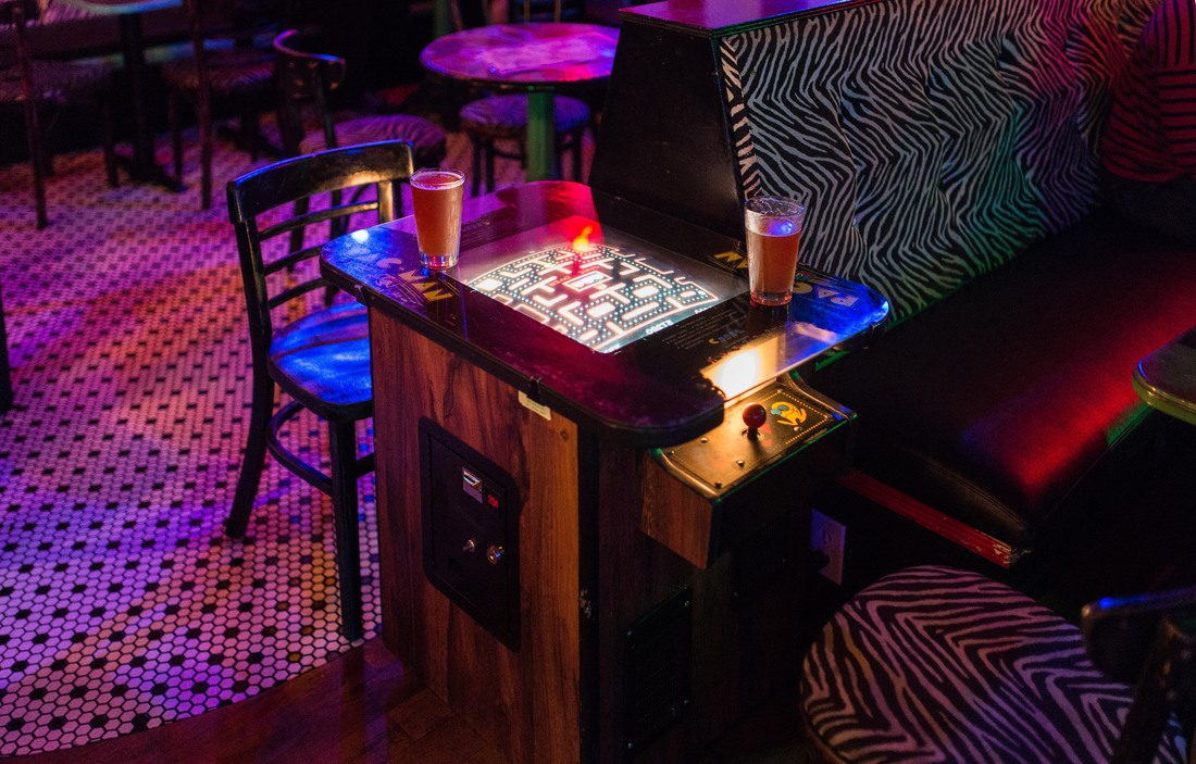 A l'intérieur du Unicorn Bar, Pacman table