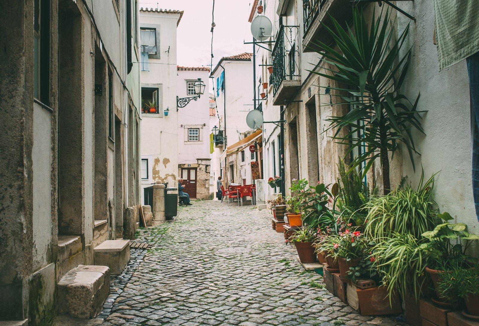 Petite rue de l'Alfama Lisbonne