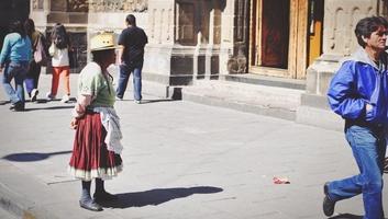Vieille indienne dans la rue mexico city