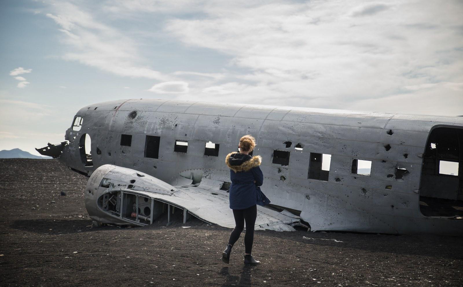 Manue près de l'avion écrasé en Islande Solheimasandur