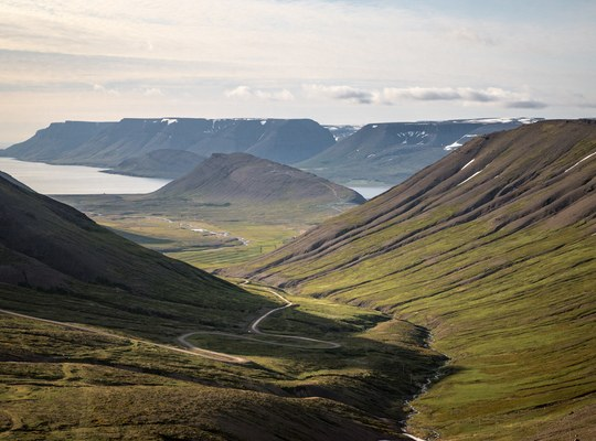 Route sinueuse d'Islande