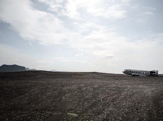 L avion au milieu de solheimasandur en islande