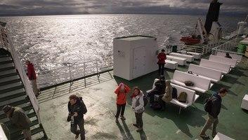 Sur le ferry dans les fjords islandais