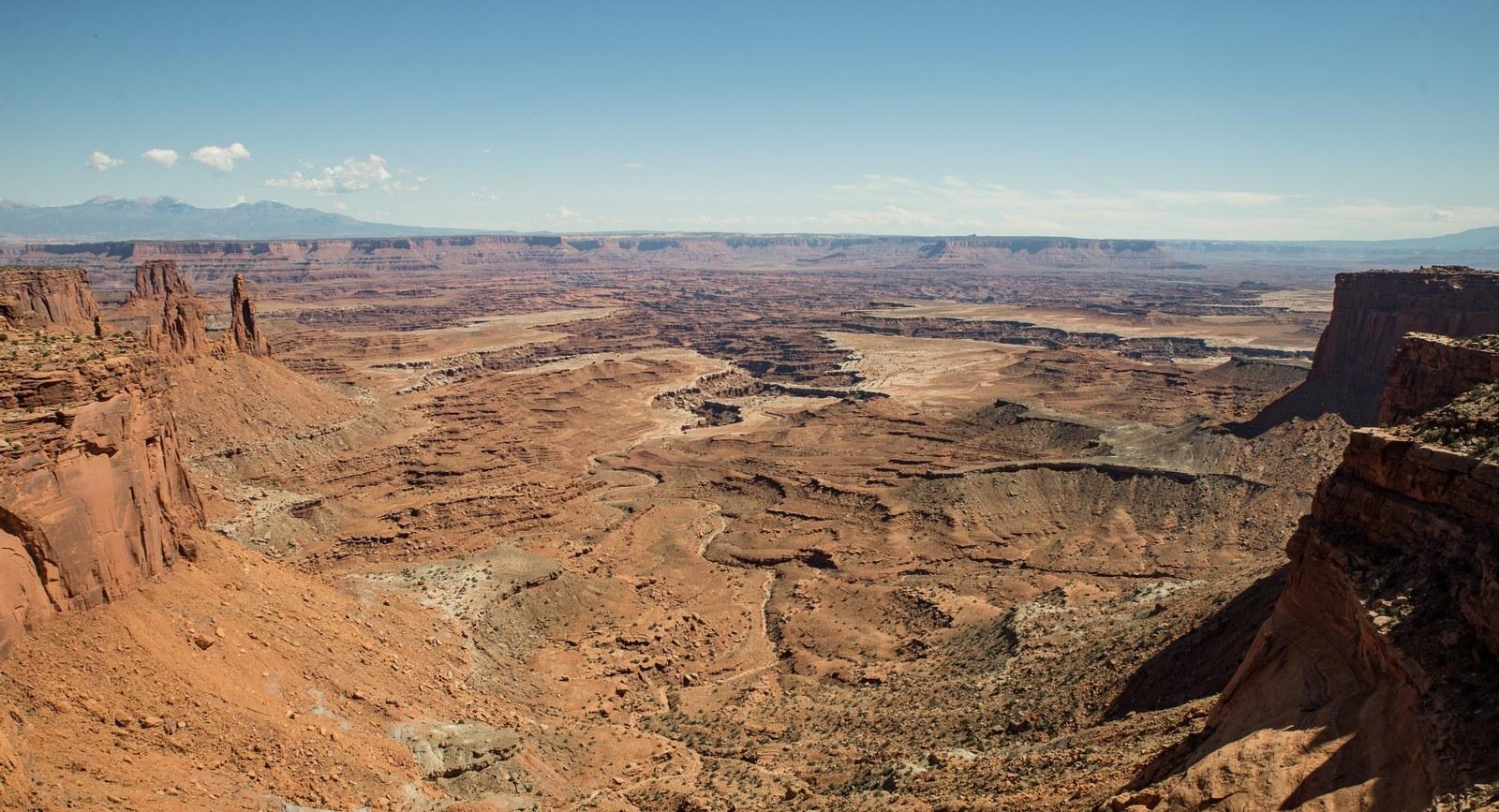Vue depuis Mesa Arch Trail  Canyonlands