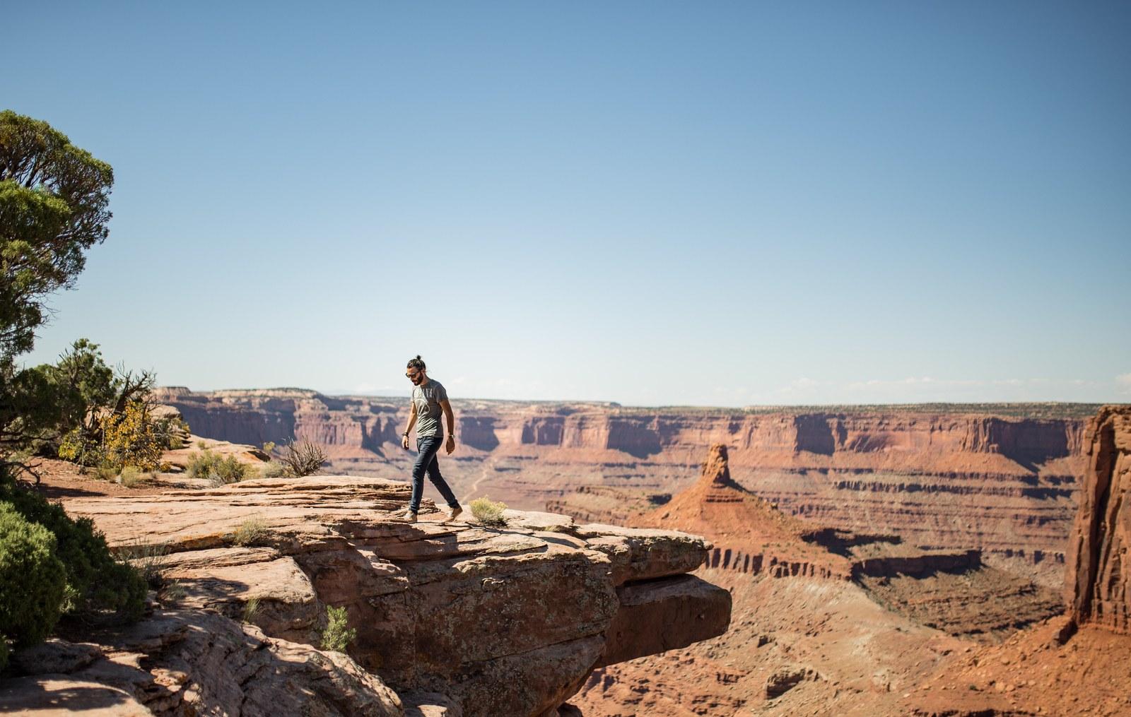 Seb, devant l'immensité des paysages typique de l'Utah Dead Horse State Park