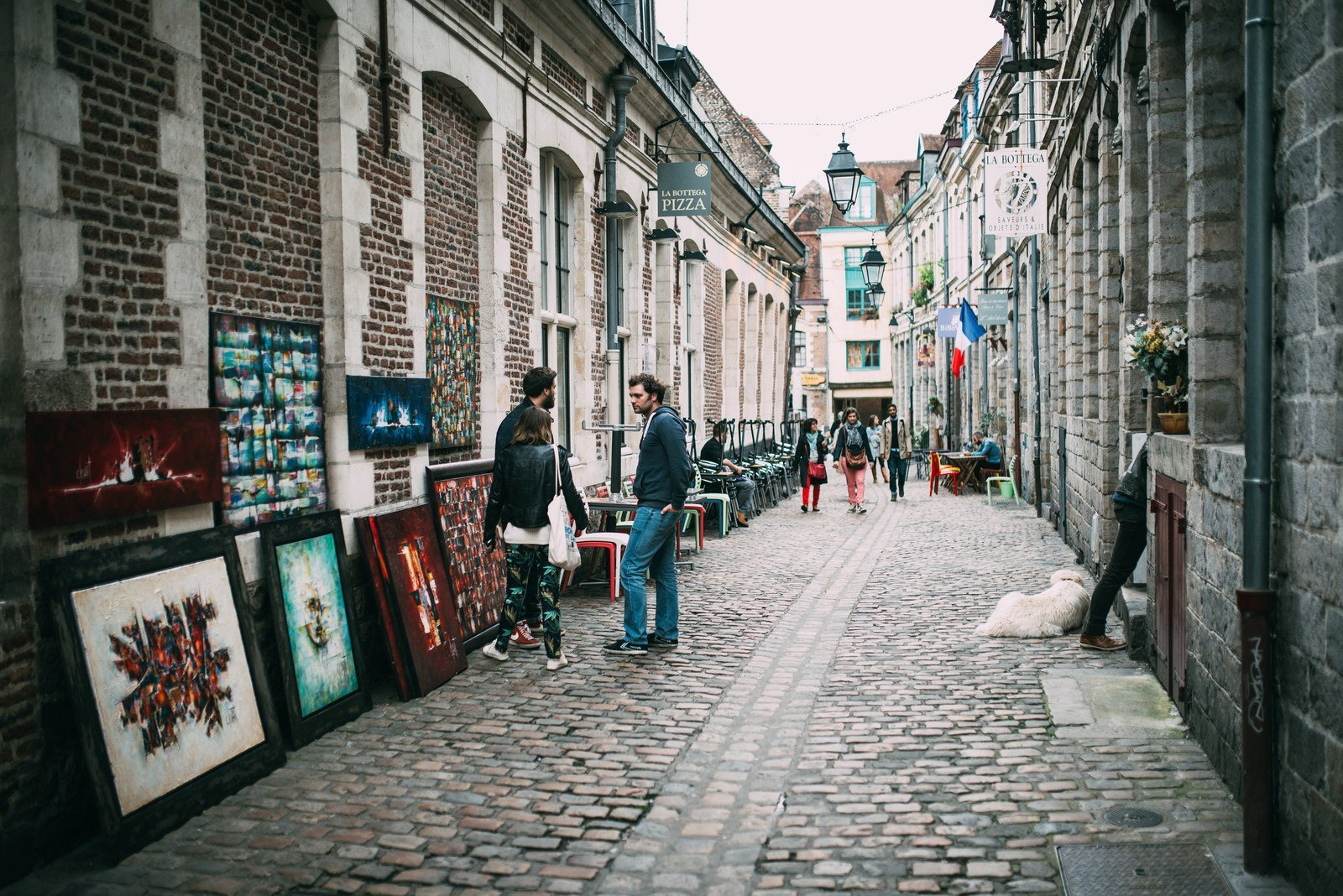 expo de peintures dans la rue lille en france. Black Bedroom Furniture Sets. Home Design Ideas