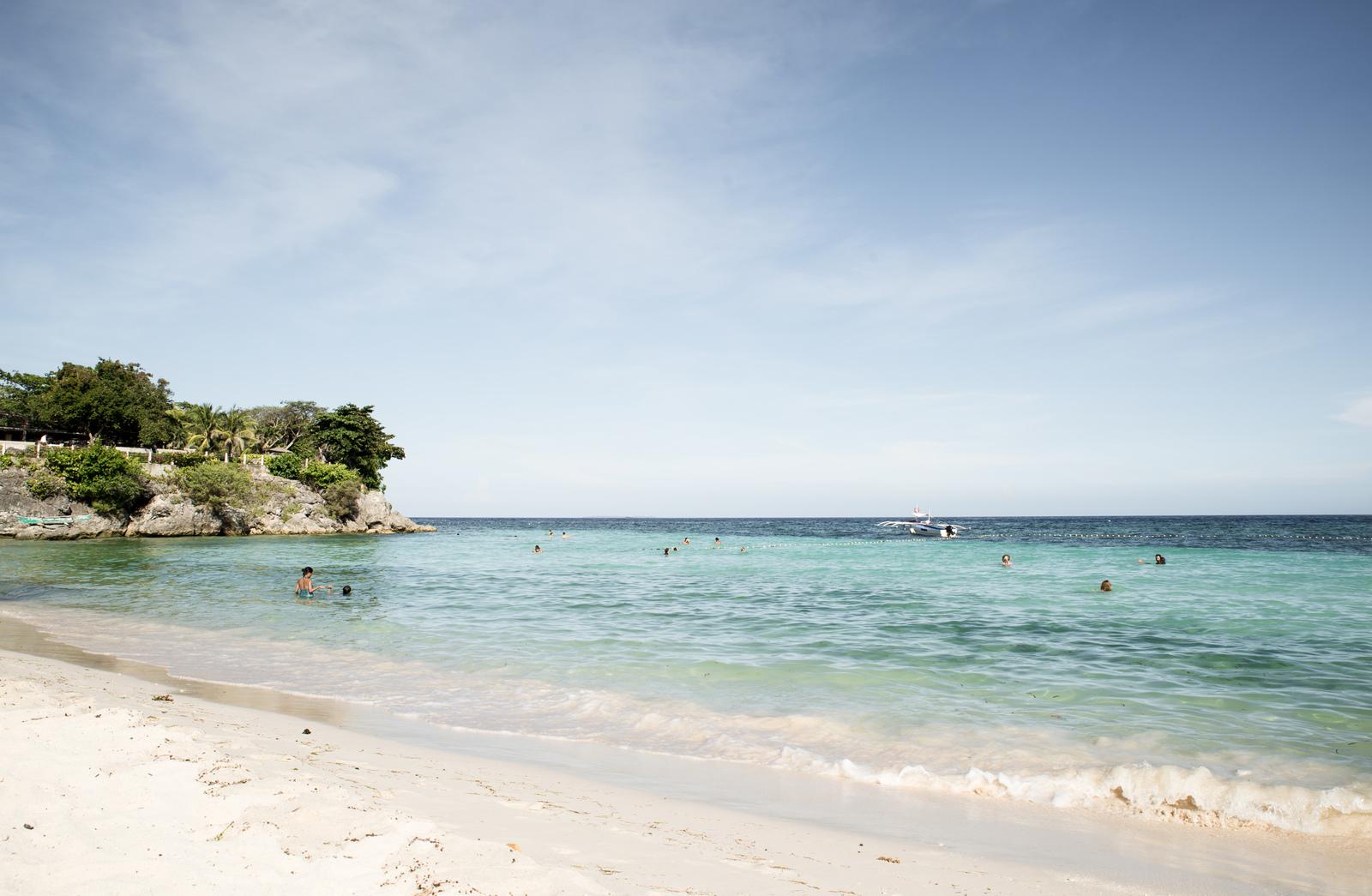 Sable blanc, eau turquoise Alona Beach