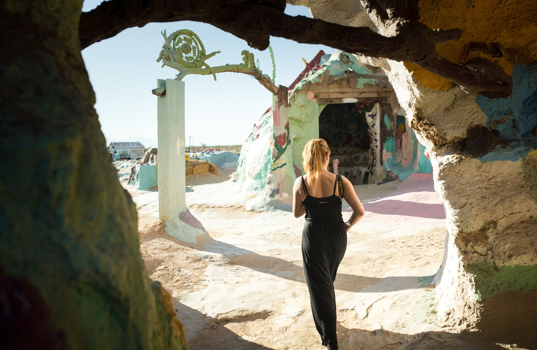 Dans l'antre de Salvation Mountain