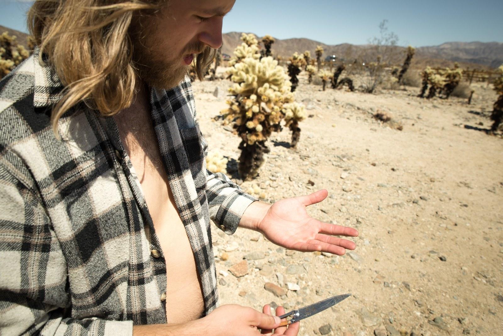 Richard qui s'est planté des épines de cactus  Joshua Tree