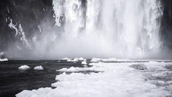 Skogafoss en hiver
