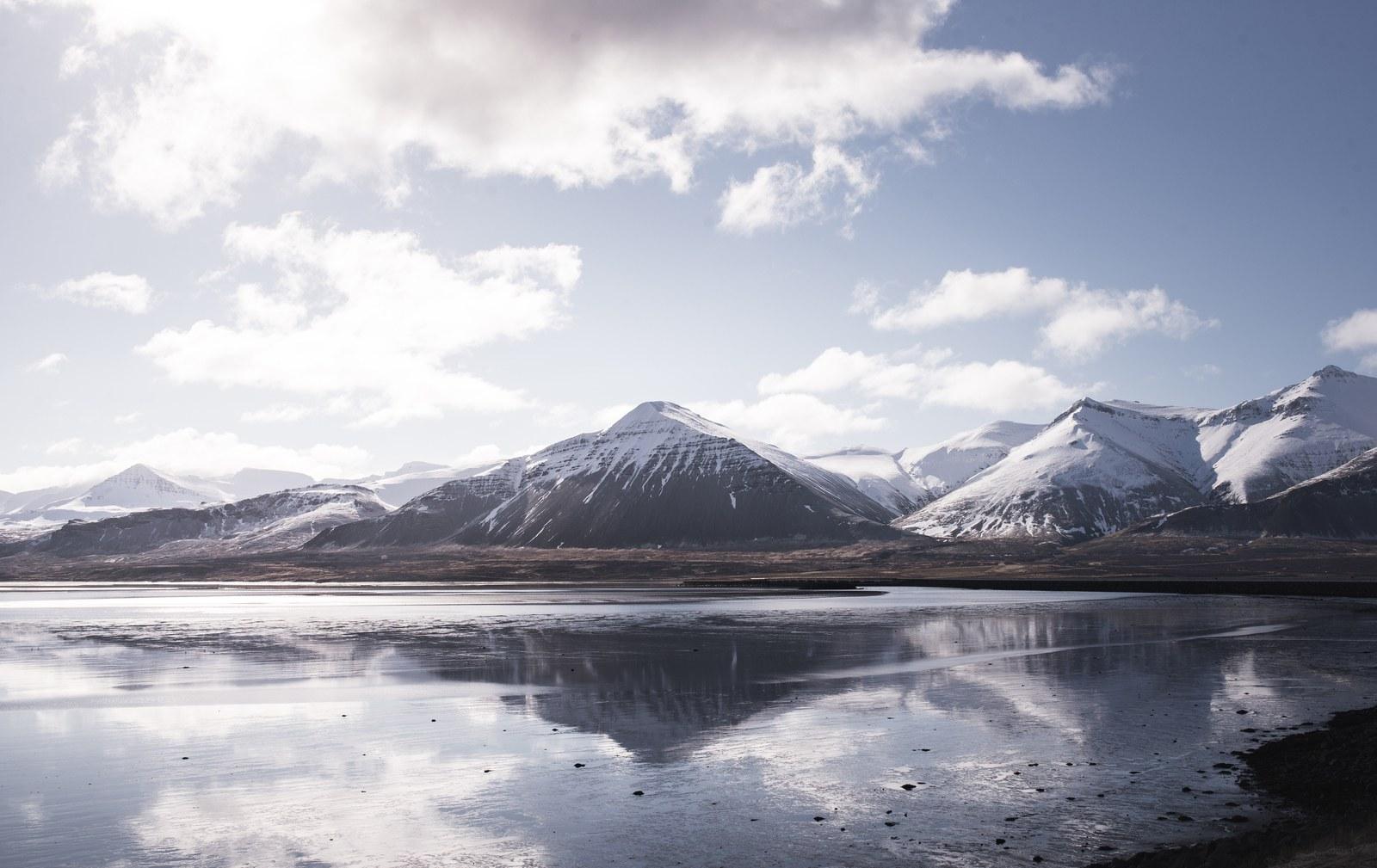 Montagnes typiques d'Islande Akureyri