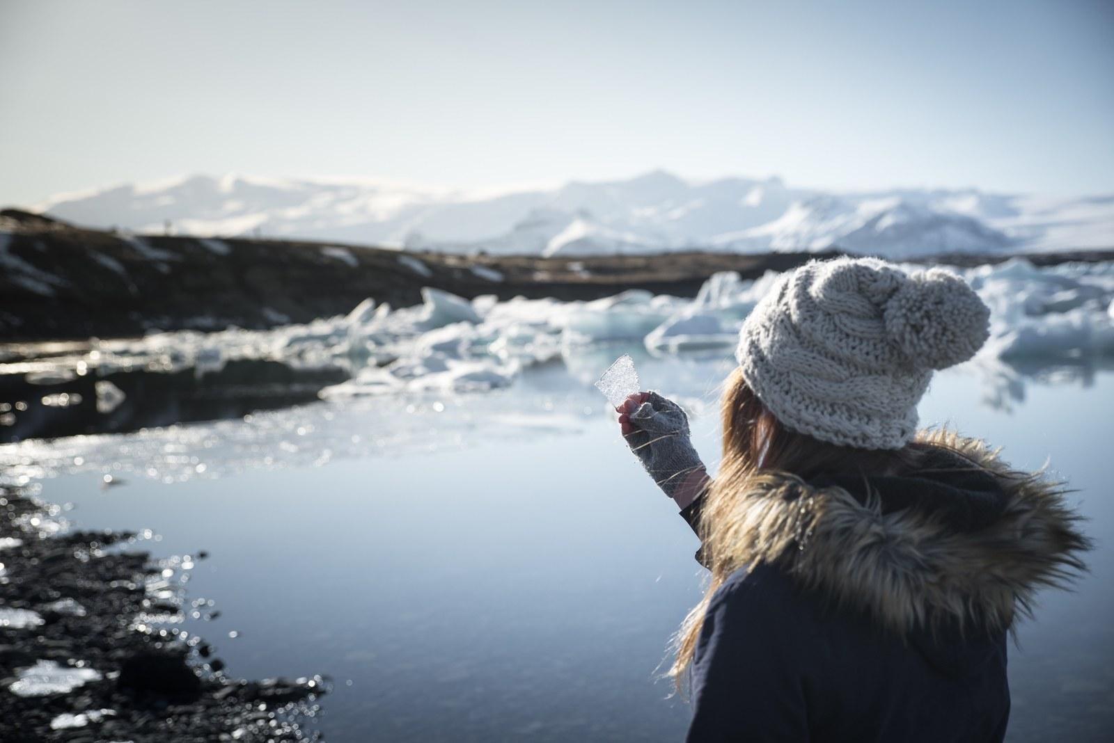 Observation de glace à Jökulsárlón Jökulsárlón