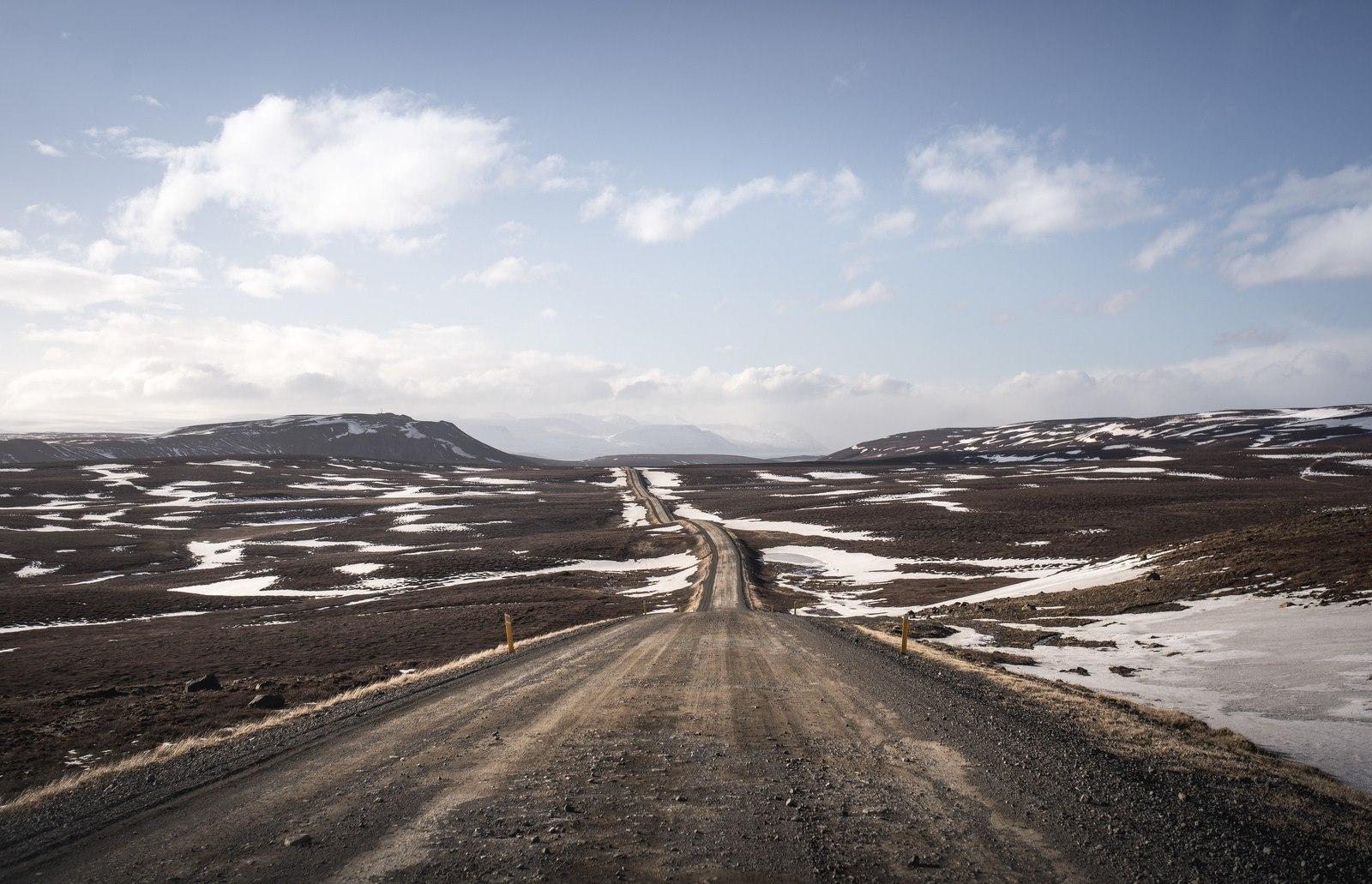 Route non bitumée, typique de l'Islande Mývatn