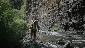 Seb qui traverse la riviere