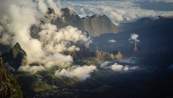 Quand les nuages laissent apparaitre les paysages de la reunion
