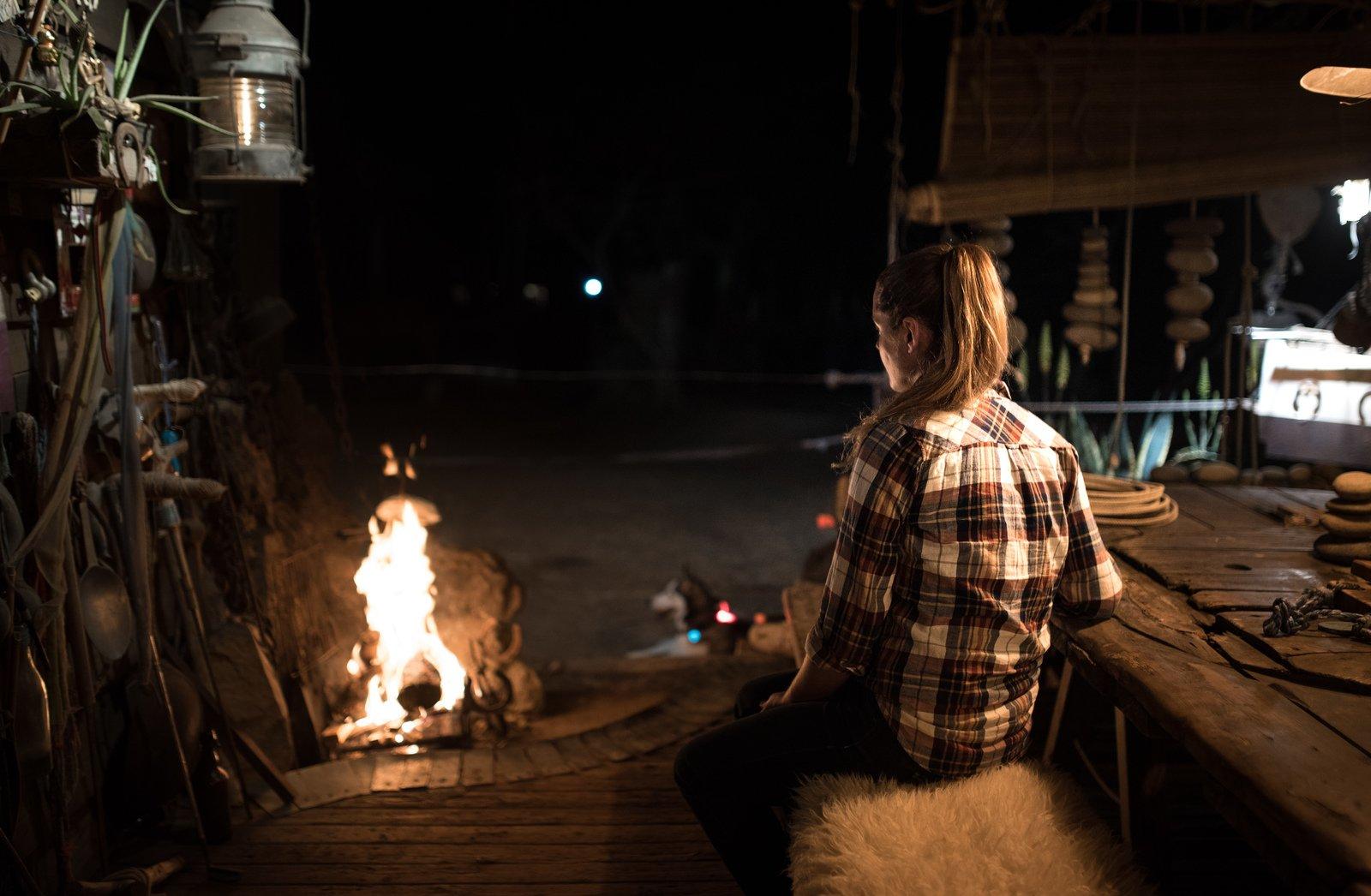 au coin du feu dans le ranch saint gilles les bains en france. Black Bedroom Furniture Sets. Home Design Ideas