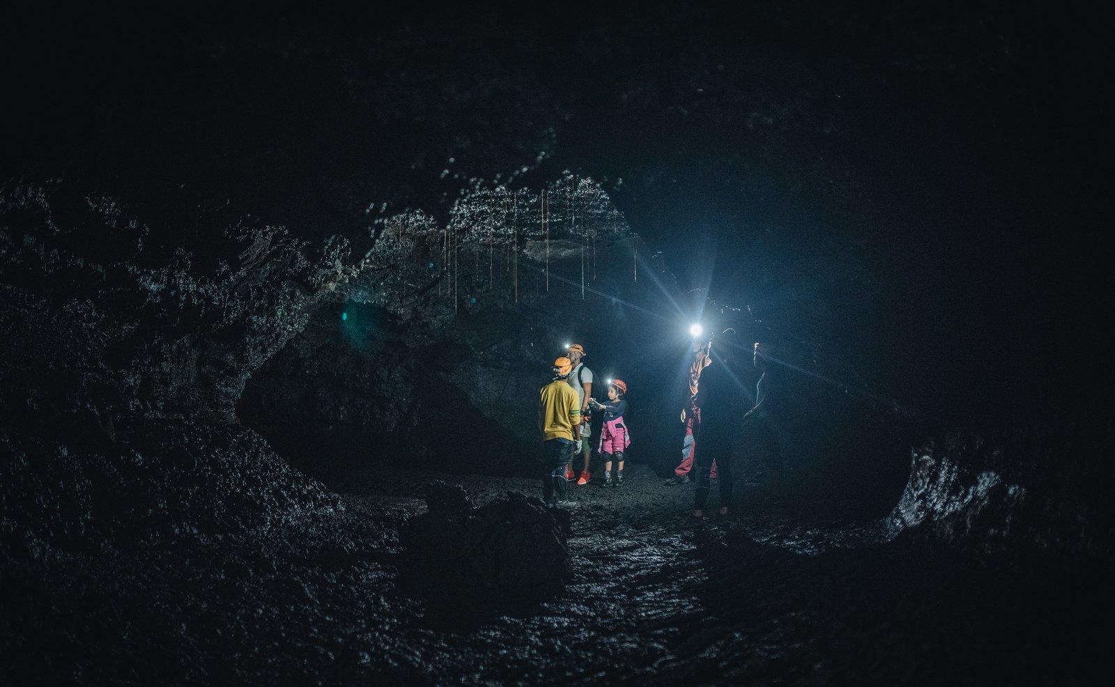 Dans une cave de lave à la Réunion Saint Philippe