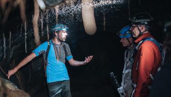 L ambiance etonnante des tunnels de lave