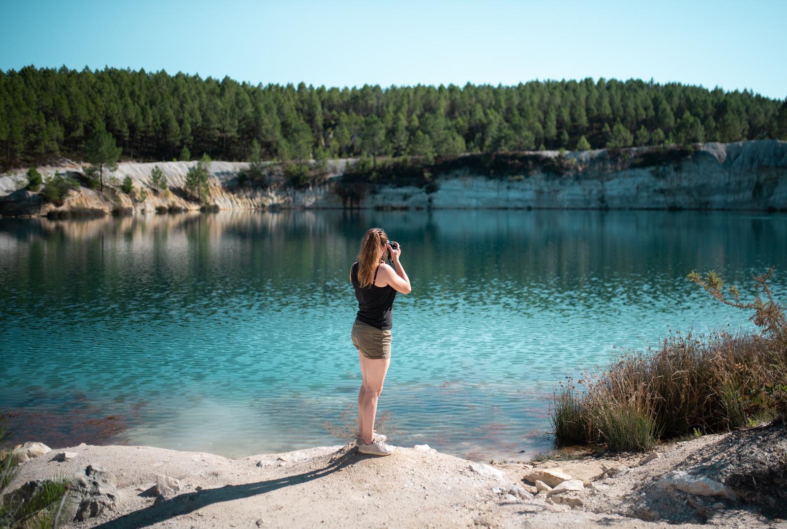 Manue, devant le lac Guizangeard