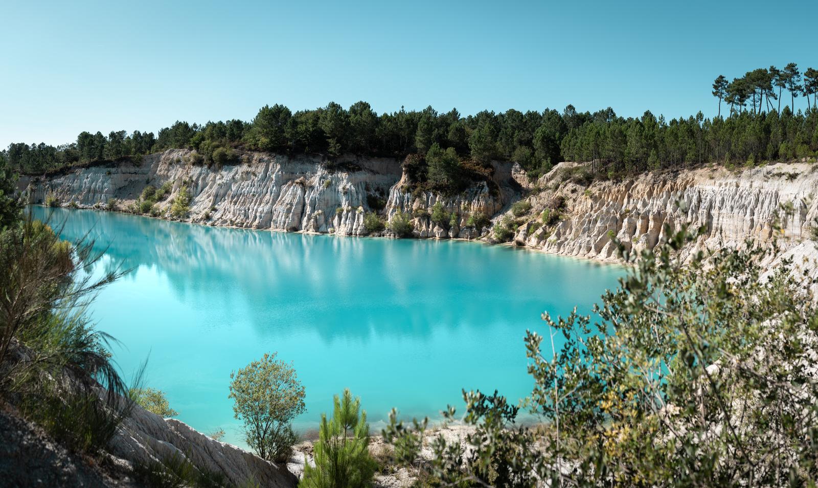 Le bleu du lac de Guizangeard Guizangeard